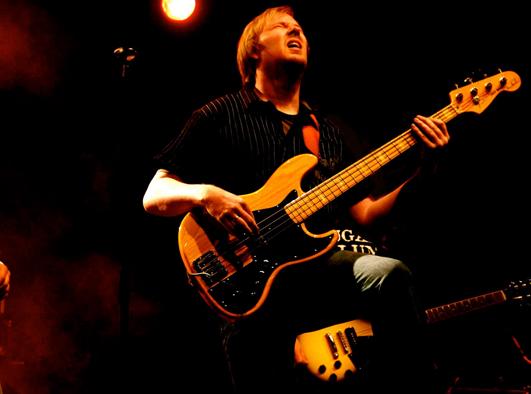 Olli Bartelt am Bass